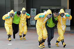 Aug. 21, 2017 - Goyang, South Korea -  South Korean Emergency services personnel and volunteers  participate in an anti-terror and anti-chemical exercise in Goyang, South Korea.<br />  (Credit Image: © Lee Sang-Ho/Xinhua via ZUMA Wire)
