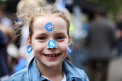 © Licensed to London News Pictures. 14/09/2014. Edinburgh, UK. Seven-year-old Olivia Belle Emmerson, from Glasgow, joins the Yes campaign site at the Meadows, Edinburgh. With only  four days left to decide on the Scottish referendum, the latest polls give a mixed picture of opinions. Photo credit: Isabel Infantes / LNP