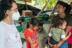 Fairtrade-certified coop COAGRICSAL were the first on the scene of the La Reina disaster in Santa Bárbara, Honduras. Bringing in food and clothes, items for personal hygiene and visiting regularly thereafter to provide boxes of Xol hot chocolate. Grecia Romero (left) speaks with Kenia (surname withheld) and her baby in the Valle Verde shelter.