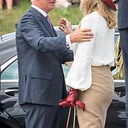 NLD/Terneuzen/20190831 - Start viering 75 jaar vrijheid, Koningin Maxima begroet Koning Filip van Belgie