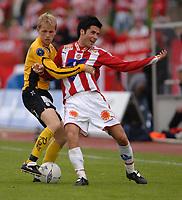 Fotball<br /> Eliteserien<br /> 13.06.2005<br /> Start v Tromsø<br /> Foto: Thor Håkon Føreland, Digitalsport<br /> Joe Haradrson fra Start, Lars Iver Strand fra Tromsø