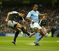 Fotball<br /> Premier League England<br /> 2004/2005<br /> 16.10.2004<br /> Foto: SBI/Digitalsport<br /> NORWAY ONLY<br /> <br /> Manchester City v Chelsea<br /> <br /> Chelsea's Mateja Kezman has a shot blocked by City's Sylvain Distin