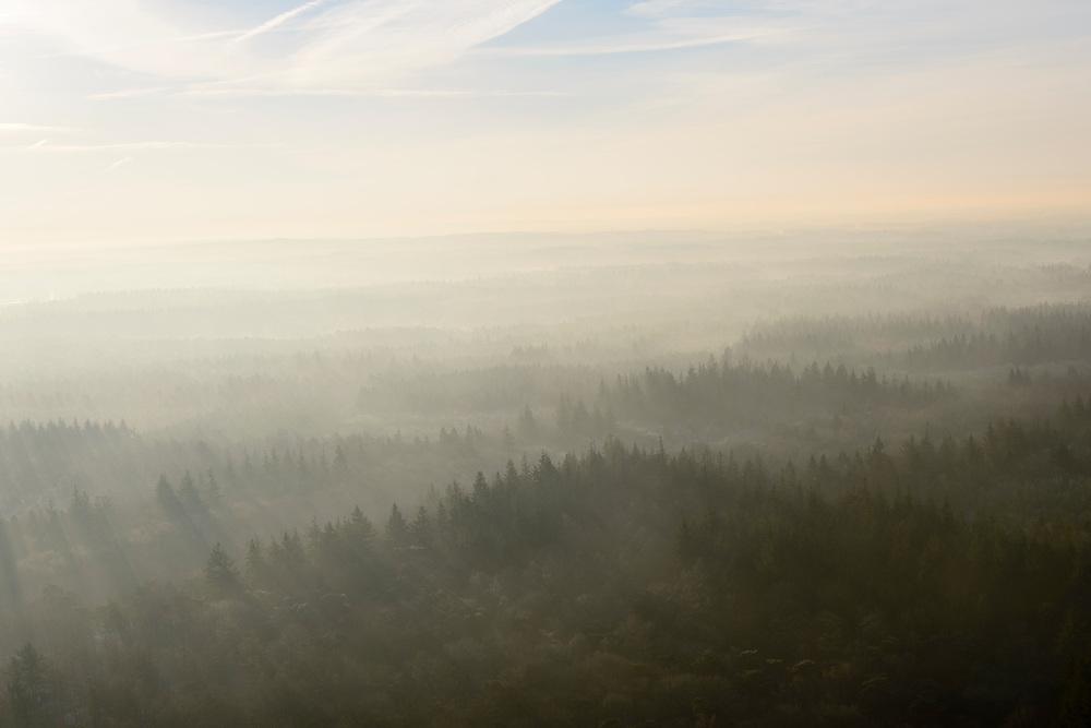 Nederland, Utrecht, Baarn, 18-01-2016;<br /> de bossen van Hooge Vuursche met winterse nevel.<br /> Forests with wintry mist.<br /> luchtfoto (toeslag op standard tarieven);<br /> aerial photo (additional fee required);<br /> copyright foto/photo Siebe Swart