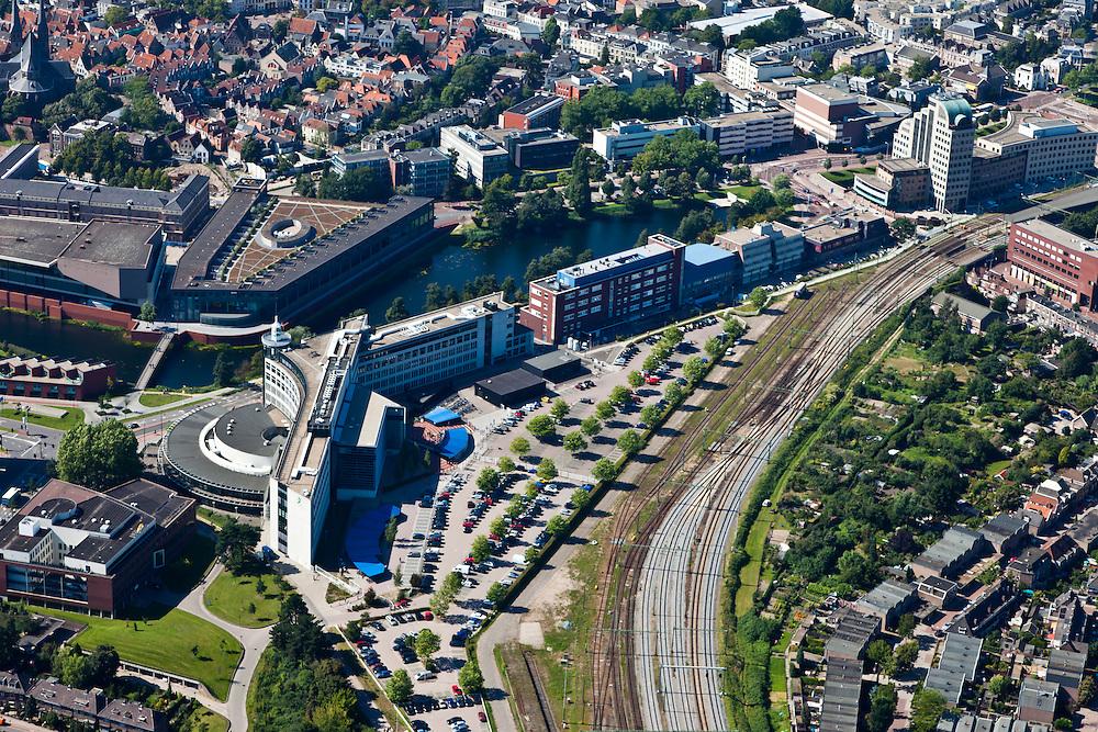 Nederland, Overijsssel, Deventer, 06-09-2010; oostelijk deel binnenstad met vestiging Saxion Hogeschool (HBO). .Eastern part of inner city with Saxion Hogeschool (polytechnic).luchtfoto (toeslag), aerial photo (additional fee required).foto/photo Siebe Swart