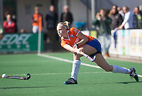 BLOEMENDAAL - Kim van Leeuwen van Bloemendaal tijdens de overgangsklasse competitiewedstrijd hockey tussen de vrouwen van Bloemendaal en Zwolle (2-0). COPYRIGHT KOEN SUYK