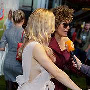 NLD/Rotterdam/20181014 - Iinloop premiere All Stars, Lucia Rijker en Victoria Koblenko (zijzicht)