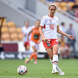 BRISBANE, AUSTRALIA - NOVEMBER 17: Emma Checker of Adelaide passes the ball during the round 4 Westfield W-League match between the Brisbane Roar and Adelaide United at Suncorp Stadium on November 17, 2017 in Brisbane, Australia. (Photo by Patrick Kearney / Brisbane Roar)