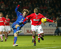 Photo: Chris Ratcliffe.<br />Charlton Athletic v Manchester United. The Barclays Premiership. 19/11/2005.<br />Ruud van Nistlerooy (L) scores as Chris Powell tries to stop him