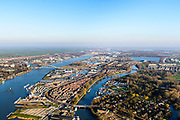 Nederland, Zuid-Holland, Dordrecht, 07-02-2018; Eiland van Dordrecht, wijk De Staart. Beneden-Merwede (links) en Wantij richting spaarbekken. In het verschiet Sliedrechtse Biesbos.<br /> Island of Dordrecht, lower Merwede.<br /> luchtfoto (toeslag op standard tarieven);<br /> aerial photo (additional fee required);<br /> copyright foto/photo Siebe Swart