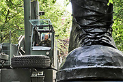 Nederland, Nijmegen, 12-7-2019De tradfitionele laarzen met daarop een helm worden geplaatst voor de toegang van het militair kamp Heiumensoord waar tijdens de nijmeegse vierdaagse ongeveer 7500 soldaten uit vele landen bij elkaar zitten en van hieruit het parcours beginnen en eindigen..Foto: Flip Franssen
