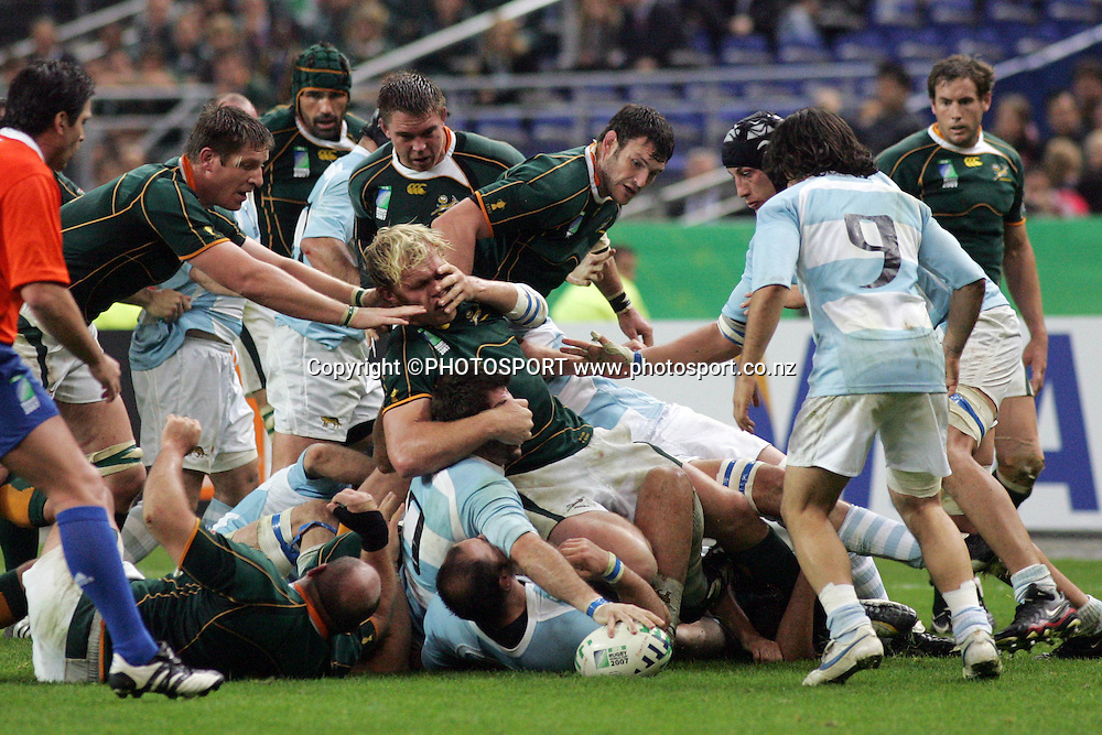 Agustin Pichot waits for the ball from the ruck.<br />Argentina v Sth Africa, Rugby World Cup Semi Final Two, Stade de France, Paris, France. Sunday 14 October 2007. South Africa won the match 37-13. Photo: Andrew Cornaga/PHOTOSPORT