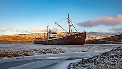 THEMENBILD - das Wrack Gardar BA 64 von Islands ältestem Stahlschiff aus dem Jahre 1912 im Dezember 1981 wurde das Fischereischiff ausgemustert. Doch anstatt es im Meer zu versenken, schleppte man es an die Küste des Tals Skapadalur im Patreksfjöroeur, aufgenommen am 24. Oktober 2019 in Island // the wreck Gardar BA 64 of Iceland's oldest steel ship from 1912 in December 1981, the fishing vessel was retired. But instead of sinking it in the sea, it dragged it to the coast of the valley Skapadalur in Patreksfjöroeur, Iceland on 2019/10/24. EXPA Pictures © 2019, PhotoCredit: EXPA/ Peter Rinderer