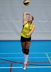 27-10-2012 VOLLEYBAL: SV DYNAMO - PRISMAWORX STRAVOC: APELDOORN<br /> Eerste divisie B vrouwen / Fleur Savelkoel<br /> ©2012-FotoHoogendoorn.nl