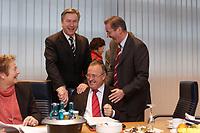 10 NOV 2003, BERLIN/GERMANY:<br /> Klaus Wowereit (L), SPD, Reg. Buergermeister Berlin, Hans Eichel (M), SPD, Bundesfinanzminister, Matthias Platzeck (R), Ministerpraesident Brandenburg, schuetteln sich die Haende, vor Beginn einer Sitzung des SPD Praesidiums, Willy-Brandt-Haus<br /> IMAGE: 20031110-01-008<br /> KEYWORDS: Präsidium, Spass,