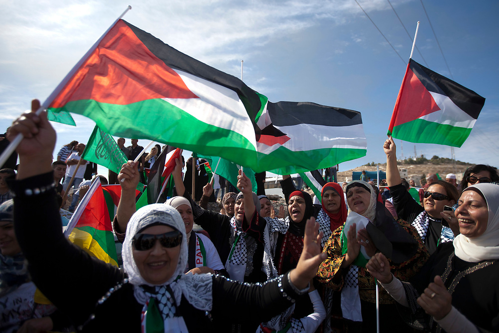 Palestinians celebrate the prisoner swap deal reached between Israel and Hamas at the east Jerusalem neighborhood of Isawiyya, on October 18, 2011. Hundreds of people gathered in East Jerusalem to celebrate the return of prisoners freed under a swap deal with Israel which freed captured Israeli soldier Gilad Shalit after five years of captivity.