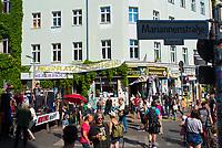 DEU, Deutschland, Germany, Berlin, 11.06.2021: Kundgebung auf dem Heinrichplatz in Kreuzberg gegen die Umbenennung des Platzes in Rio-Reiser-Platz. Protest gegen die Touristifizierung des Heinrichplatzes durch Umbenennung.