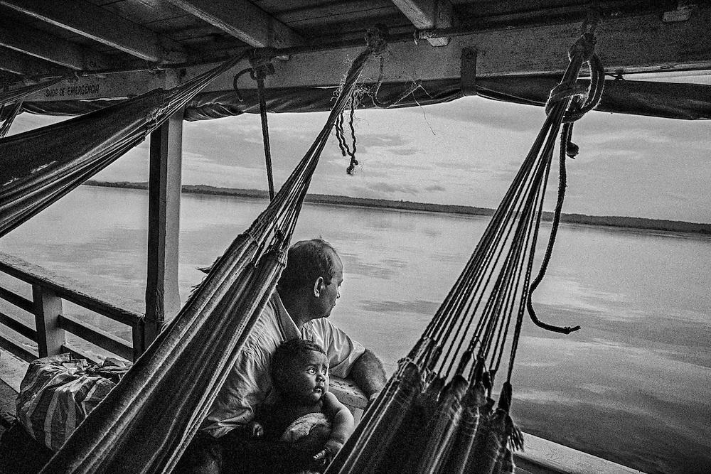 Brazil, rio Amazonas, Amapa.<br /> <br /> Transport fluvial. Le bateau reste le principal et souvent unique moyen de transport permettant de relier les differentes communautes le long de l'Amazone.