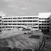 NLD/Blaricum/19900220 - Streekziekenhuis Gooi-Noord in Blaricum in aanbouw, SEH ingang
