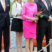 NLD/Makkum/20080430 - Koninginnedag 2008 Makkum, Mabel Wisse Smit, prinses Maxima en partner Willem Alexander