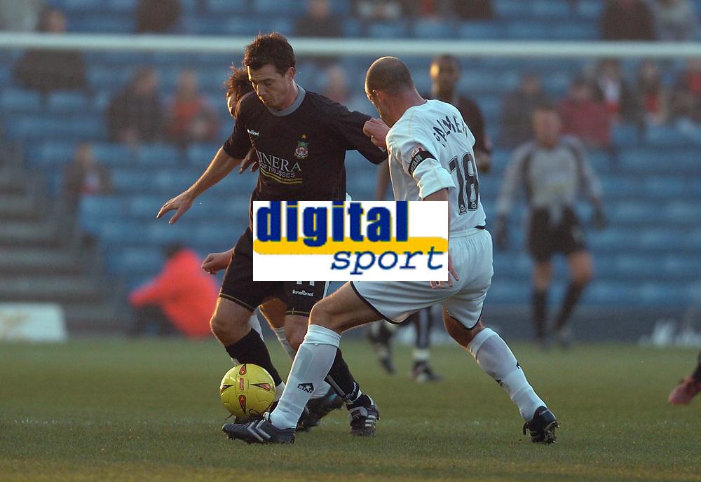 Fotball<br /> Foto: SBI/Digitalsport<br /> NORWAY ONLY<br /> <br /> MK Dons v Wrexham <br /> Coca Cola league One. 11/12/2004.<br /> <br /> Steve Palmer tackles Wrexhams Chris Llewellyn