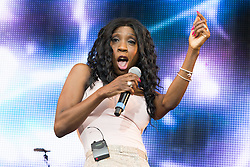 © Licensed to London News Pictures . 09/08/2015 . Siddington , UK . HEATHER SMALL performs . The Rewind Festival of 1980s music , fashion and culture at Capesthorne Hall in Macclesfield . Photo credit: Joel Goodman/LNP