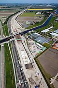Nederland, Zuid-Holland, Noord-Holland,12-05-2009; Huigsloterdijk en Ringvaart Haarlemmermeer. Aanleg nieuw aquaduct voor de te verbreden Rijksweg A4. Het nieuwe aqua-duct komt naast de bestaande aquaducten voor de autoweg A4 (midden) en de  HSL (links). Midden rechts de kassen van Roelofarendsveen. Foto in noordoostelijke richting, naar Haarlemmermeer en Schiphol.Swart collectie, luchtfoto (toeslag); Swart Collection, aerial photo (additional fee required).foto Siebe Swart / photo Siebe Swart