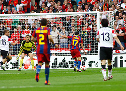 28-05-2011 VOETBAL: CHAMPIONS LEAGUE FINAL FC BARCELONA - MANCHESTER UNITED: LONDON<br /> Barcelona midfielder Pedro Rodriguez scores  the first goal <br /> ***NETHERLANDS ONLY***<br /> ©2011- FotoHoogendoorn.nl/nph/Mitchell Gunn