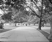 0613-B060.  curved roadway entering a circle with stone fountain. Washington, DC 1922