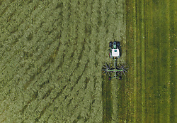 THEMENBILD - Ein Landwirt mit seinem Traktor beim mähen einer Wiese, aufgenommen am 02. Juni 2020 in Kaprun, Österreich // A farmer with his tractor mowing a meadow, Kaprun, Austria on 2020/06/02. EXPA Pictures © 2020, PhotoCredit: EXPA/ JFK