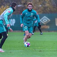 16.11.2020, Trainingsgelaende am wohninvest WESERSTADION - Platz 12, Bremen, GER, 1.FBL, Werder Bremen Training<br /> <br /> <br /> Joshua Sargent (Werder Bremen #19)<br /> Marco Friedl (Werder Bremen #32)<br />  ,Ball am Fuss, <br /> <br /> <br /> Foto © nordphoto / Kokenge *** Local Caption ***
