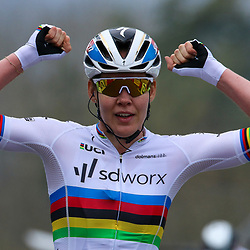21-04-2021: Wielrennen: Waalse Pijl Elite Women: Huy   <br />Anna van der Breggen has won the Flèche Wallonne for the seventh time in a row. On the Wall of Huy, she defeated Kasia Niewiadoma, who resisted for a long time, in a beautiful duel.