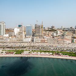 Vista aérea da cidade Luanda, capital de Angola. A nova Baia de Luanda, a Marginal (Avenida 4 de Fevereiro) e a baixa da cidade
