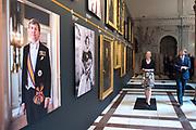 Koning Willem-Alexander is aanwezig bij de opening van de tentoonstelling Dynastie, portretten van Oranje-Nassau in het Koninklijk Paleis Amsterdam.<br /> <br /> King Willem-Alexander was present at the opening of the exhibition Dynasty, portraits of Orange-Nassau at the Royal Palace in Amsterdam.