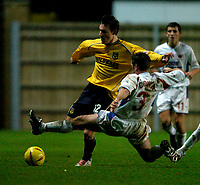 Photo: Richard Lane.<br />Oxford United v Carlisle United. Nationwide Division Three. 13/12/2003.<br />Dean Whitehead is challenged by Tom Cowan.