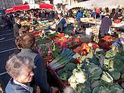 Rennes, FRANCE,  Varieties of vegetables, Leeks, cabbage cauliflower, squash, on display,  at the Saturday Morning Market,  Brittany.  Saturday  26/09/2009   [Mandatory Credit Peter Spurrier Intersport Images] Street Photo.