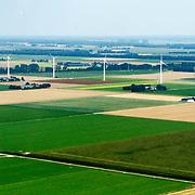 NLD/Biddinghuizen/20150822 - Vlucht boven windmolens