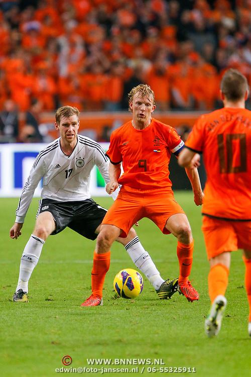 NLD/Amsterdam/20121114 - Vriendschappelijk duel Nederland - Duitsland, Dirk Kuyt in duel met Per Mertesacker