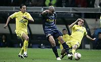 Milano, 29-03-06<br />Champion's League 05-06<br />Inter FC-Villareal<br />nella  foto Adriano al tiro contro Gonzalo e Pena<br />Foto Snapshot / Graffiti
