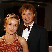 NLD/Amsterdam/20051021 - Uitreiking televizierring 2005, Inge Iepenburg en partner Wim Rijken