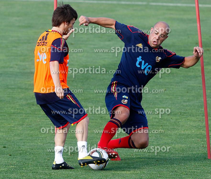 10.06.2010, Sportanlage, Potchefstroom, RSA, FIFA WM 2010, Training Spanien im Bild Spain's Pepe Reina (r) and David Jimenez Silva, EXPA Pictures © 2010, PhotoCredit: EXPA/ Alterphotos/ Acero / SPORTIDA PHOTO AGENCY