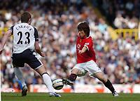 Photo: Leigh Quinnell.<br /> Tottenham Hotspur v Manchester United. The Barclays Premiership. 17/04/2006. Man Utds' Park Ji-Sung takes the ball round Tottenhams Michael Carrick.