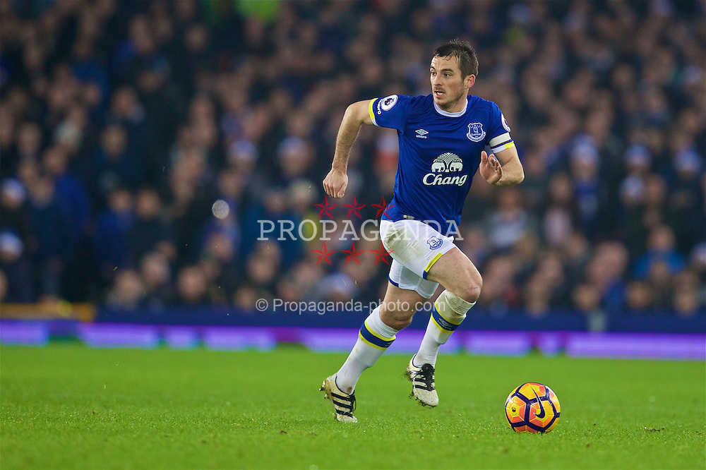 LIVERPOOL, ENGLAND - Monday, December 19, 2016: Everton's Leighton Baines in action against Liverpool during the FA Premier League match, the 227th Merseyside Derby, at Goodison Park. (Pic by David Rawcliffe/Propaganda)