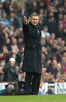 Photo: Ed Godden.<br />West Ham United v Chelsea. The Barclays Premiership.<br />02/01/2006. <br />Chelsea Manager Jose Mourinho visits the touchline.