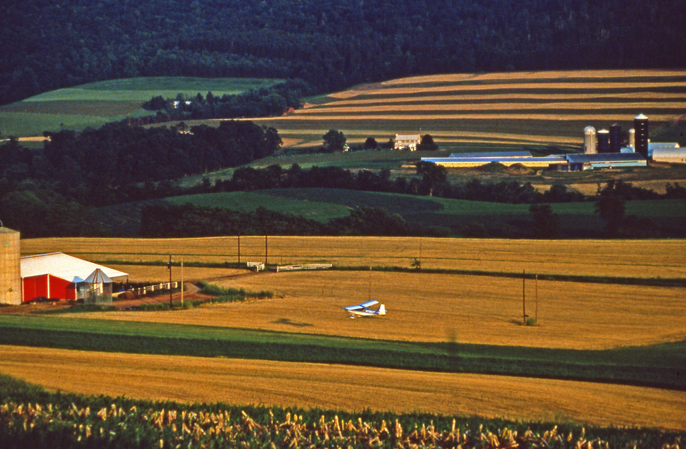 Airplane lands on farmland, Dauphin Co., PA