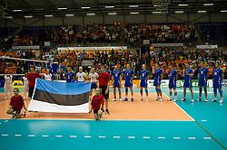 12-09-2010 VOLLEYBAL: EK KWALIFICATIE NEDERLAND - ESTLAND: ROTTERDAM<br /> Spelers van Estland tijdens het volkslied van Estland, vlag<br /> ©2010-WWW.FOTOHOOGENDOORN.NL / Peter Schalk