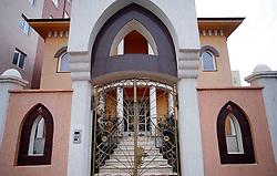 PRISTINA, KOSOVO - DECEMBER 14 - bogata hisa sredi revne Pristine, verjetno od tujih prestavnistev.