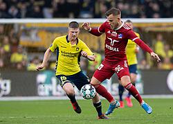 Frederik Gytkjær (Lyngby BK) og Morten Frendrup (Brøndby IF) under kampen i 3F Superligaen mellem Brøndby IF og Lyngby Boldklub den 1. marts 2020 på Brøndby Stadion (Foto: Claus Birch).