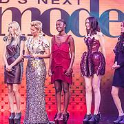 NLD/Amsterdam/20161025 - finale Holland Next Top model 2016, winnares Akke Marije Marinus, presentatrice Anouk Smulders - Voorveld, model Colette Kanza, model Emma Hagers en model Noor van Velzen
