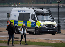 © Licensed to London News Pictures. 15/01/2021. London, UK. Police patrol around Hyde Park, central London. The Met police has urged Londoners to stick to lockdown rules which were introduced to fight the spread of a new, more aggressive strain of COVID-19. Photo credit: Ben Cawthra/LNP
