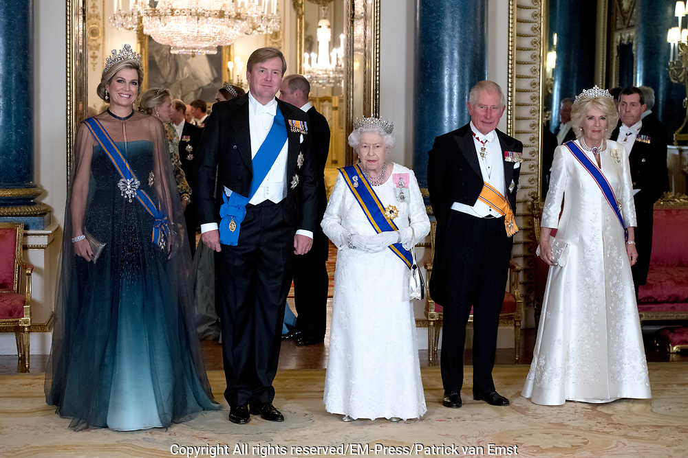 Staatsbezoek van Koning Willem Alexander en Koningin Máxima aan het Verenigd Koninkrijk<br /> <br /> Statevisit of King Willem Alexander and Queen Maxima to the United Kingdom<br /> <br /> Op de foto / On the photo: Staatsbanket in Buckingham Palace waar koningin Maxima het Diadeem / Tiara met de  Stuart diamant draagt Koning Willem Alexander en koningin Maxima met Koningin Elizabeth en Prins Charles , Hertogin Camilla <br /> <br /> State banquet in Buckingham Palace where Queen Maxima wears the Diadem / Tiara with the Stuart diamond King Willem Alexander and Queen Maxima with Queen Elizabeth and Prince Charles , Duchess Camilla